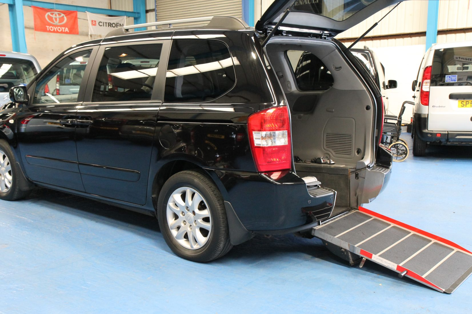 Kia Sedona Wheelchair Access Car Yj09avv Wheelchair