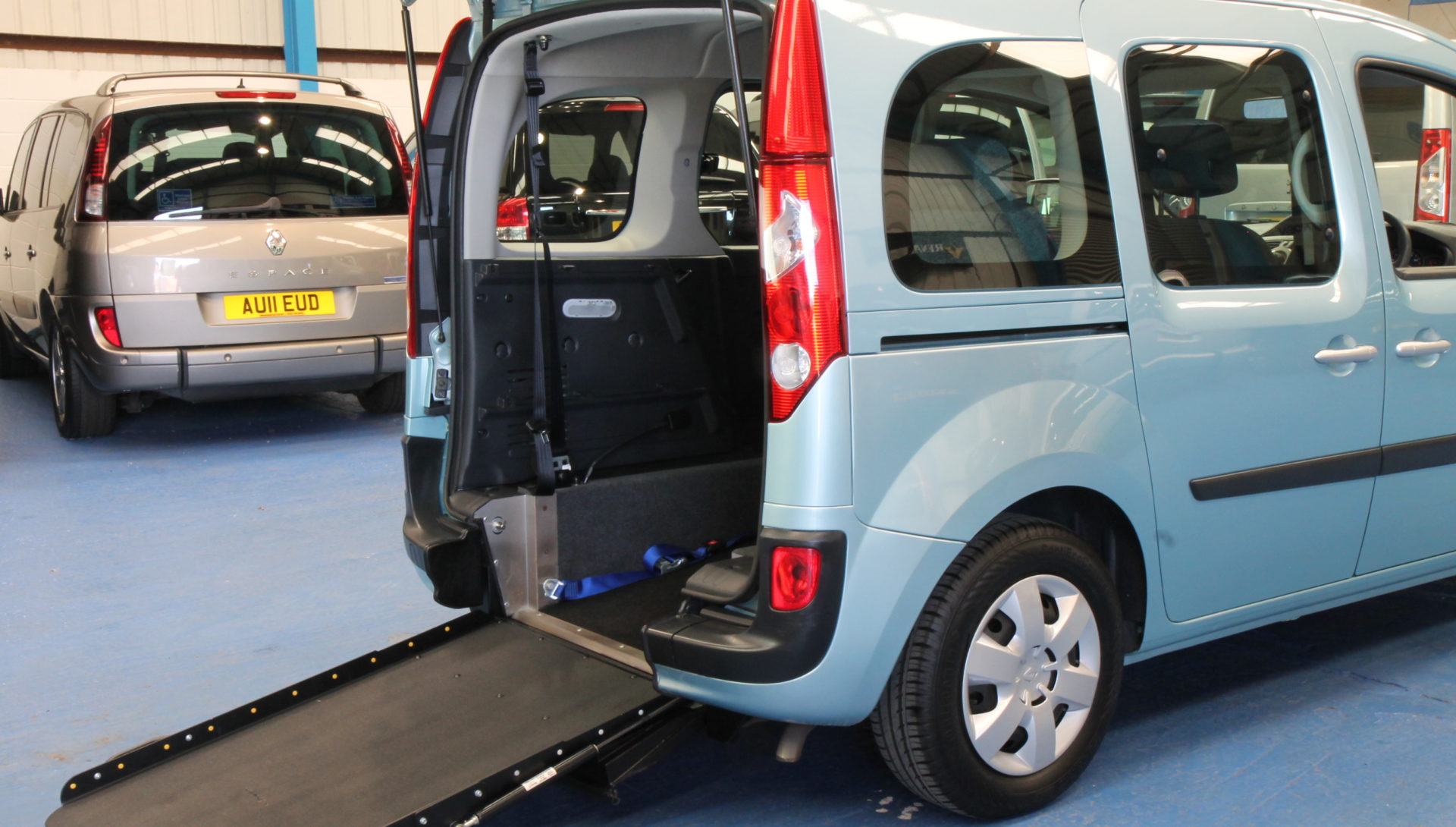 Kangoo Auto Wheelchair access car gx12eos