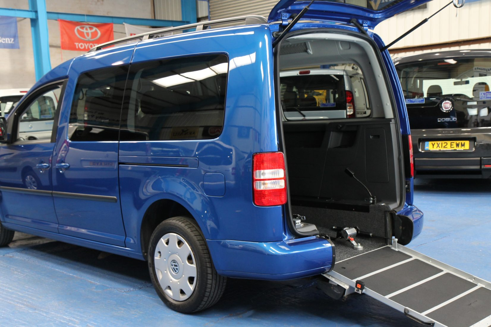 vw caddy maxi wheelchair accessible car yn61 wheelchair accessible vehicles. Black Bedroom Furniture Sets. Home Design Ideas