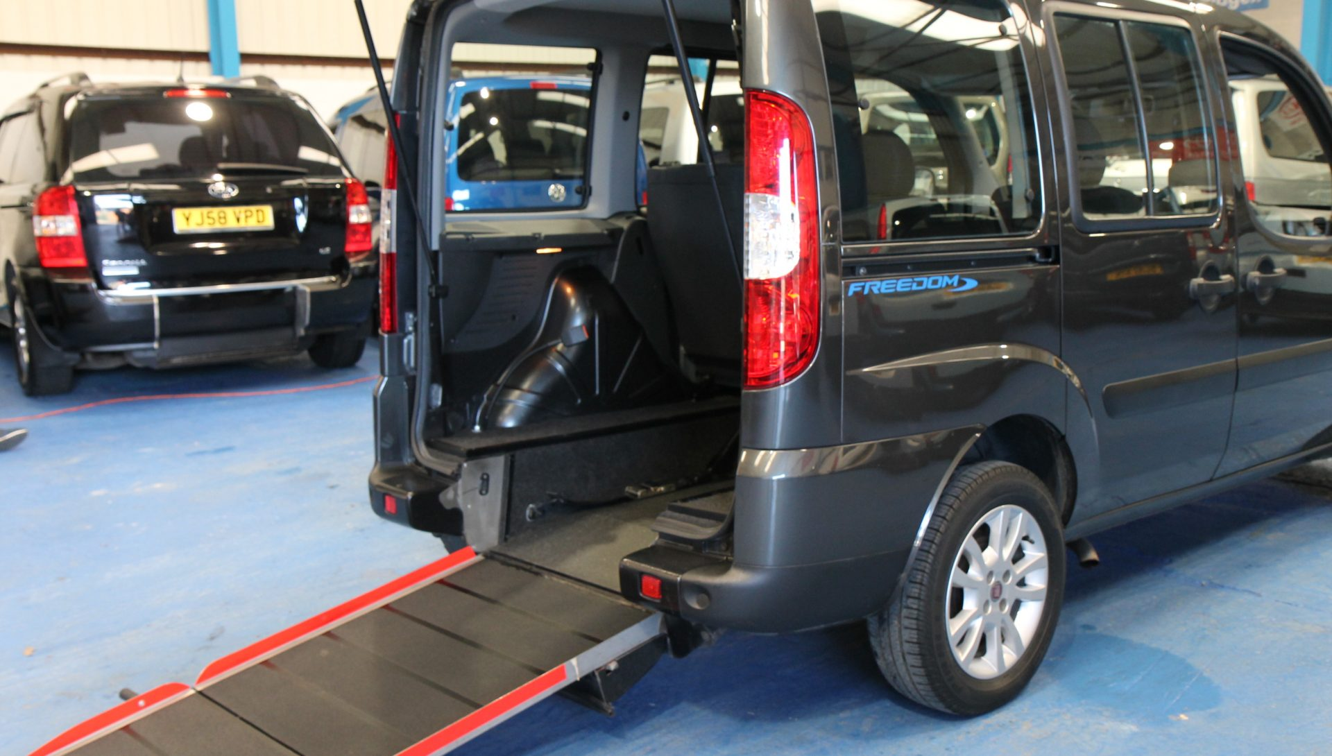 doblo wheelchair access vehicle yy59kze wheelchair accessible vehicles. Black Bedroom Furniture Sets. Home Design Ideas