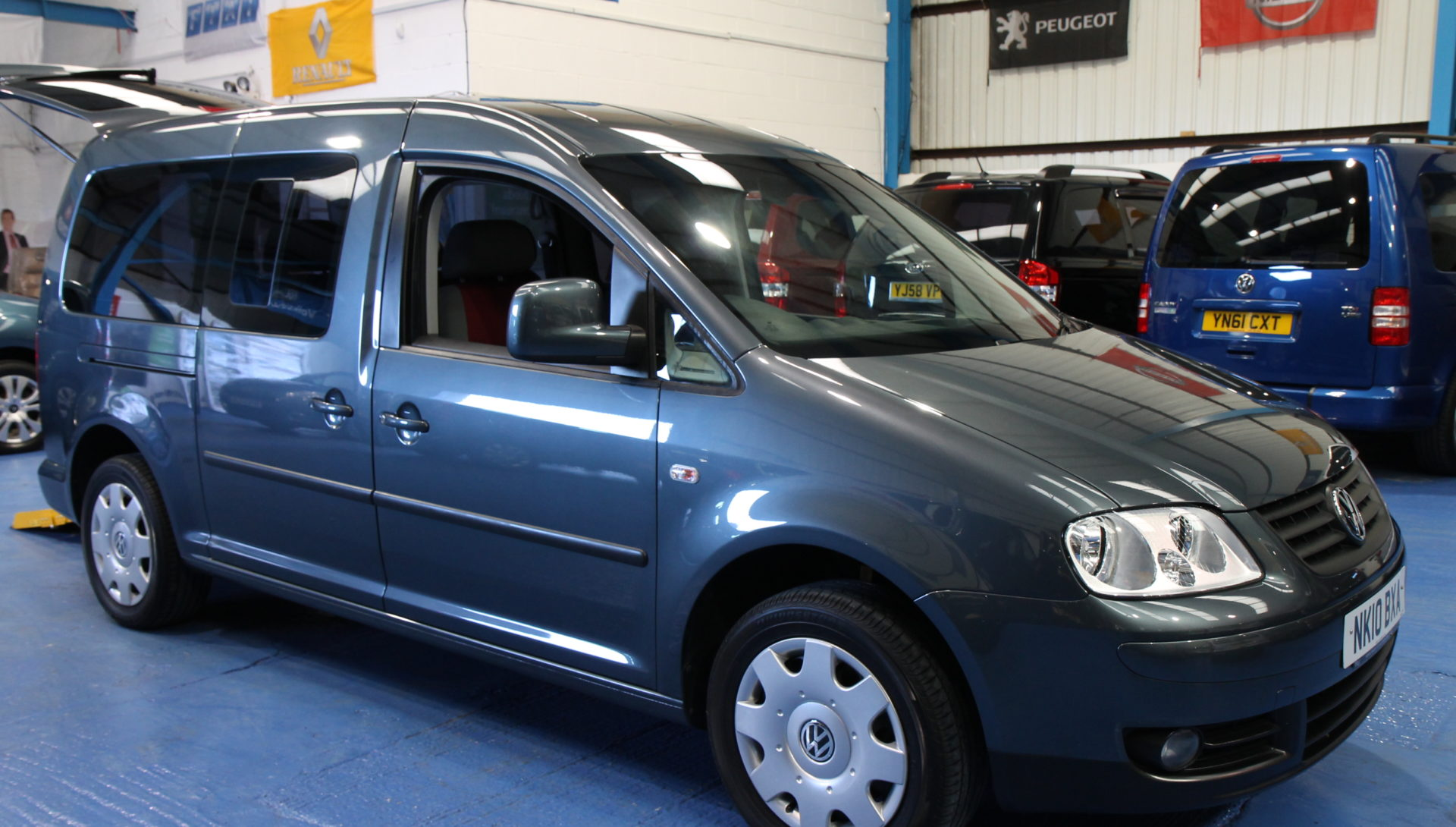 vw caddy maxi wheelchair accessible car nk10 wheelchair. Black Bedroom Furniture Sets. Home Design Ideas