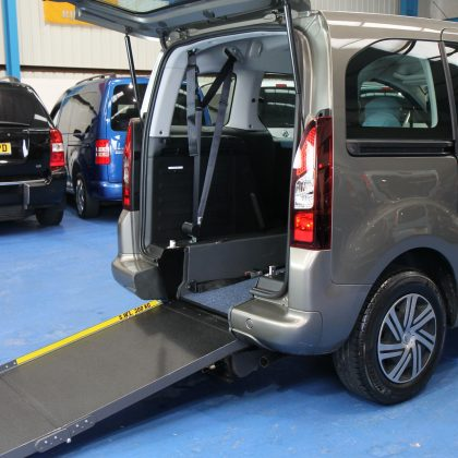 Citroen Berlingo Wheelchair adapted car wg62 czr