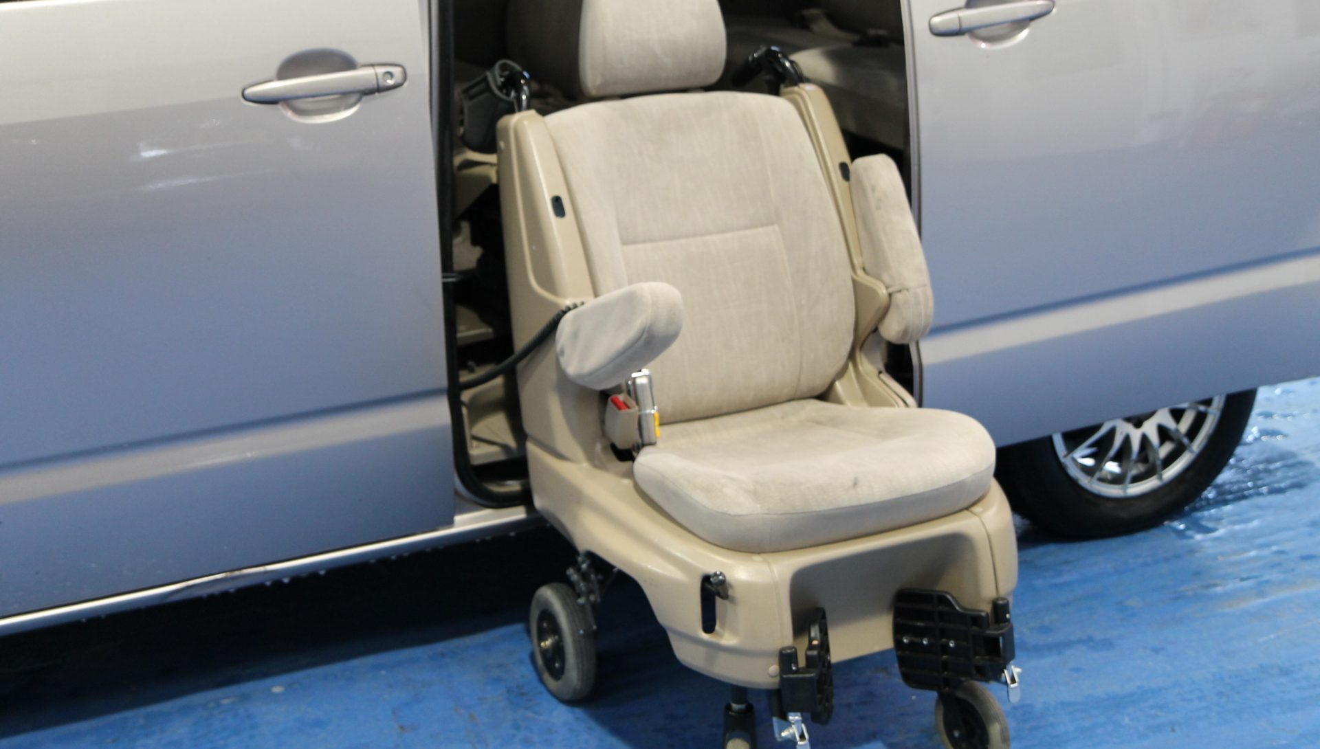 Auto Lifts For Disabled : Toyota wheelchair adapted car with power lift