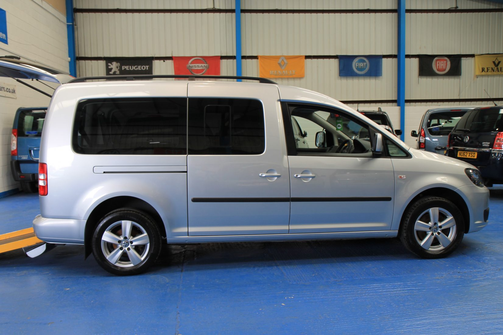 vw caddy maxi wheelchair accessible car dx wheelchair accessible vehicles. Black Bedroom Furniture Sets. Home Design Ideas