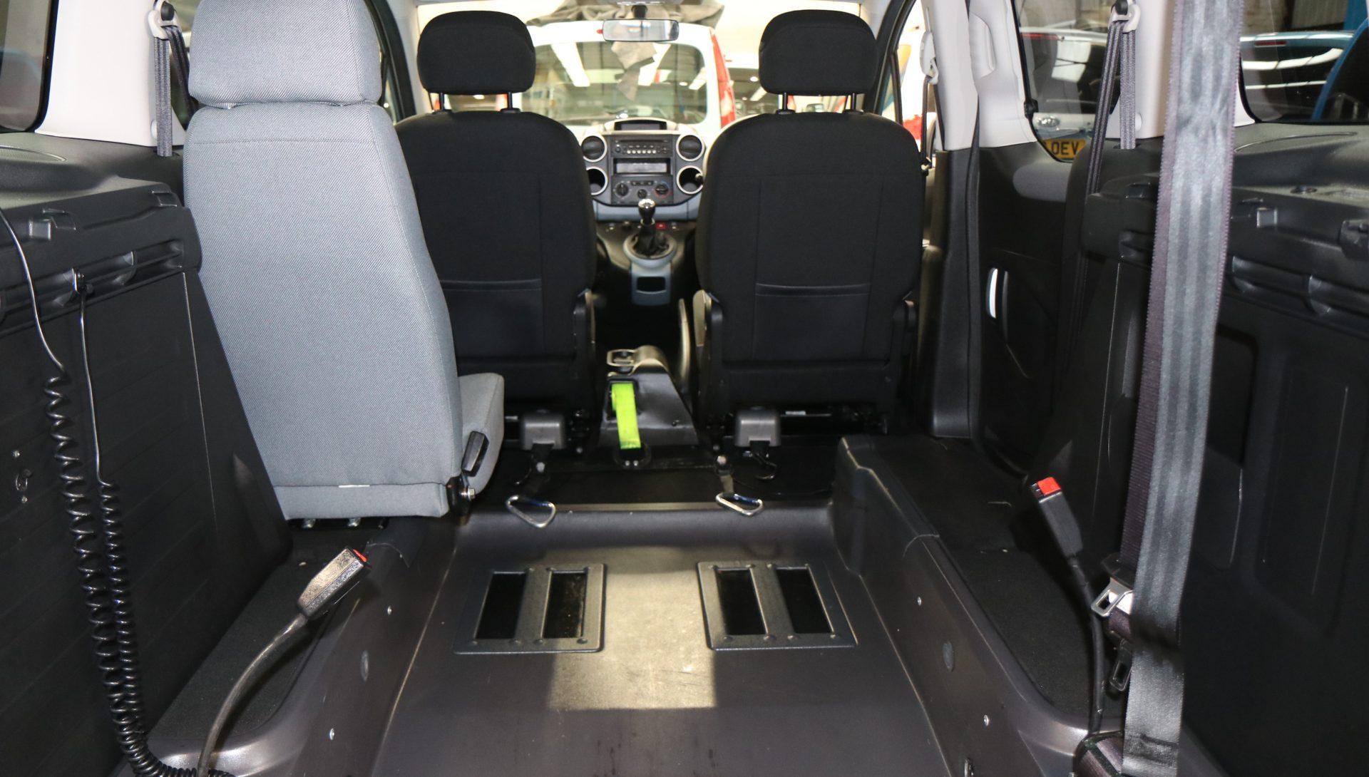 Peugeot partner wheelchair car sf14emv