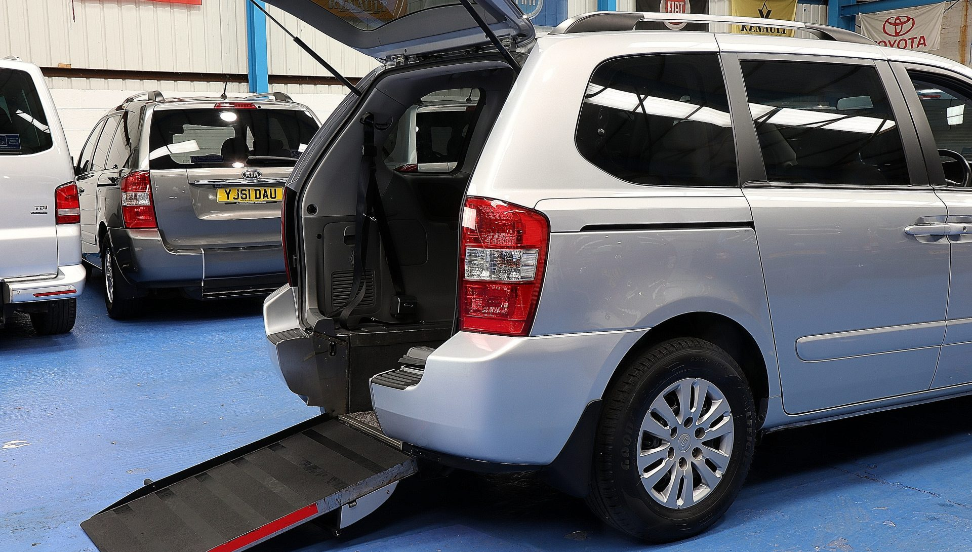 Kia sedona Wheelchair accessible yj60