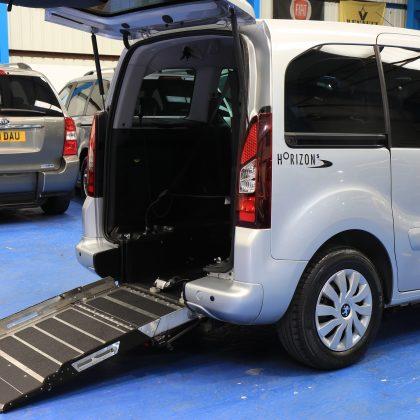 Peugeot Wheelchair access car sf64flz